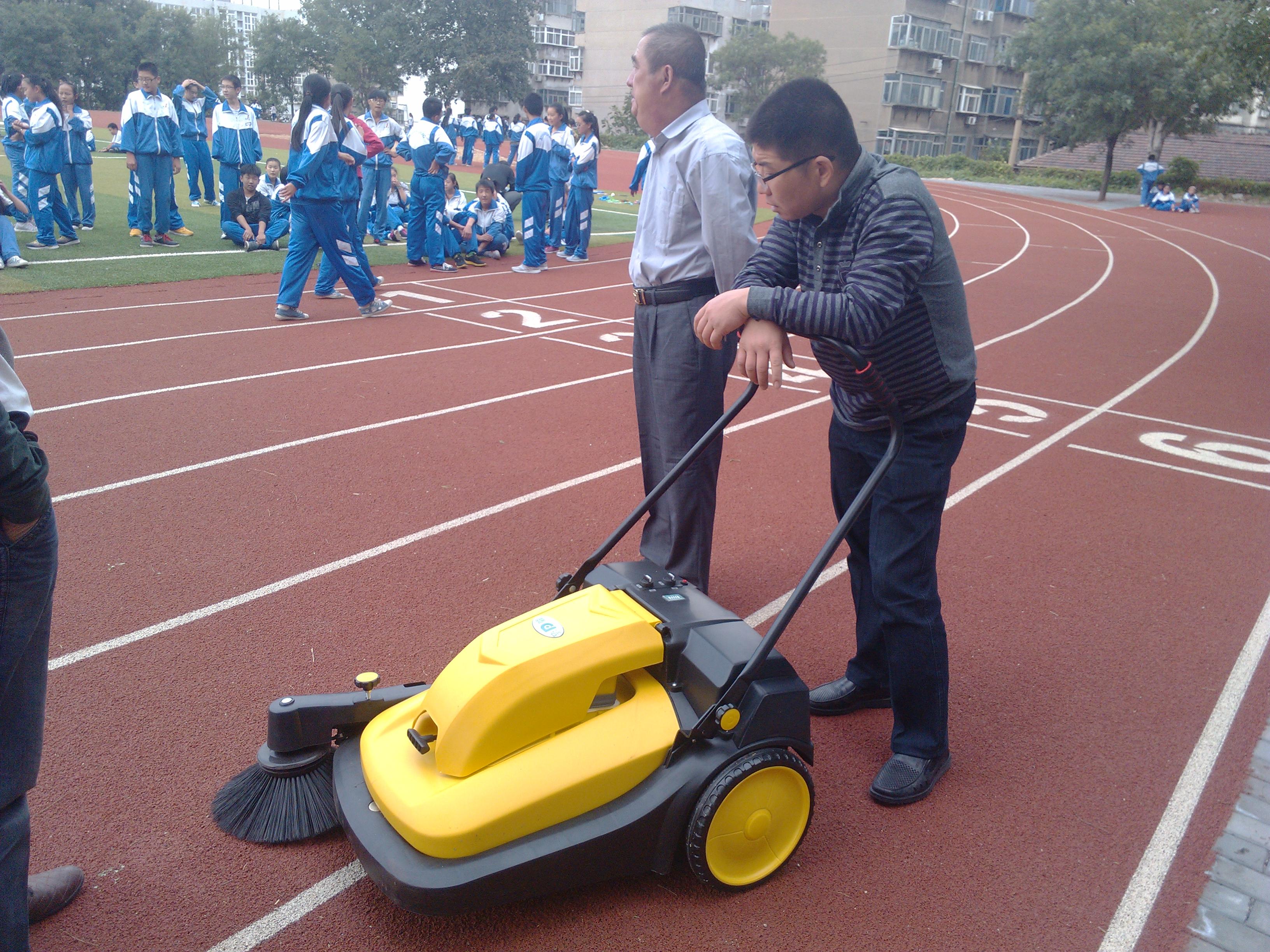 小型手推式扫地车
