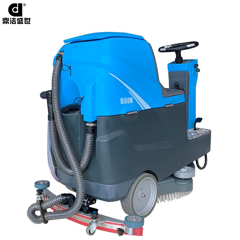 小型驾驶式洗地机图片