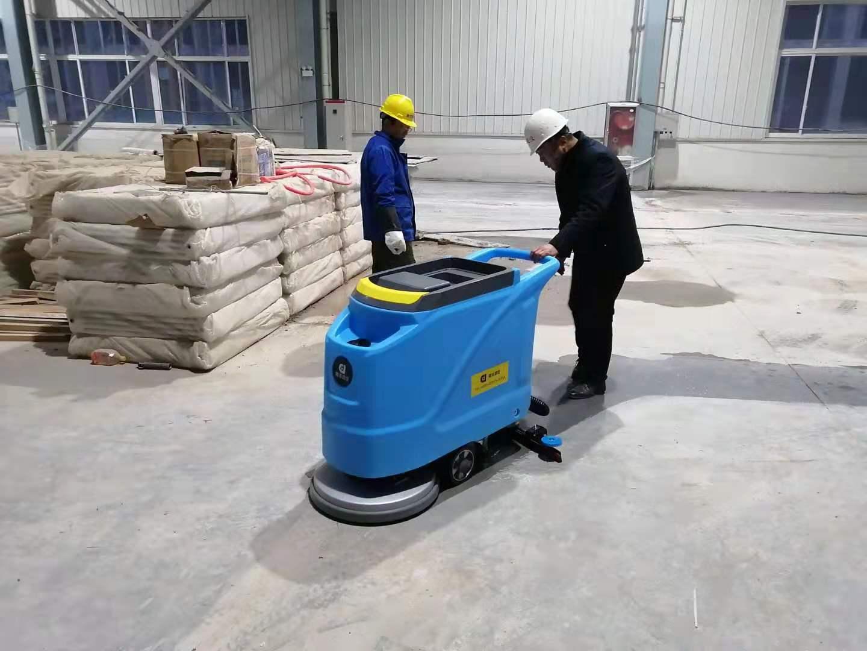 手推式工业洗地机的使用流程